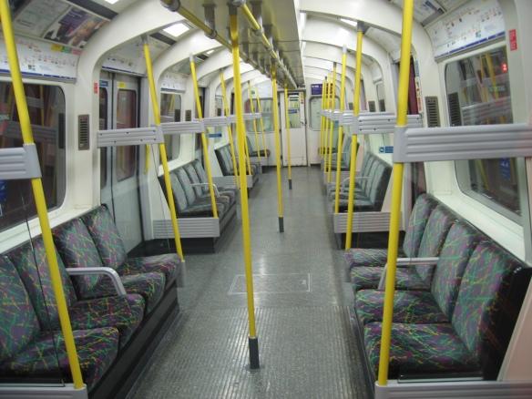 Nej!! Han gick av vid fel station... (Varför händer allting nu: Mac Edin, 2011-12-11)